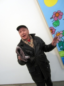 Simon Cerigo at the Carroll Dunham opening, December 2012. (Courtesy Nancy Smith/artloversnewyork.com)