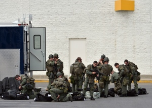 SWAT team prepares at  the Watertown Mall (Photo: Getty)