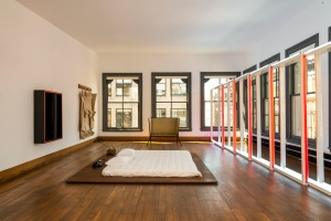 The fifth floor of 101 Spring with work by Judd, Lucas Samaras and Flavin. (© Judd Foundation. Licensed by VAGA, New York. © Claes Oldenburg. © Lucas Samaras. Dan Flavin © Stephen Flavin/Artists Rights Society (ARS), New York. Donald Judd Furniture™/© Judd Foundation)