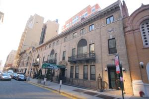 ...but what of the Hotel Trades Council's old downtown Brooklyn health center? (Photo via Property Shark.)