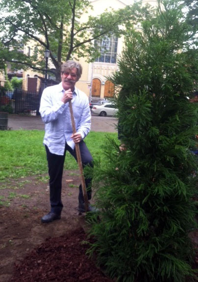 Geraldo Rivera with his new spruce. (Kelly Gifford)