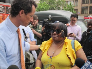 Anthony Weiner talks to voters on 125h Street in Harem. (Photo: Jill Colvin)