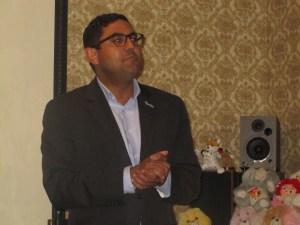 Jason Otaño speaks at a New Kings Democrats forum.