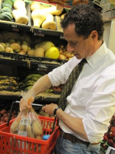 Anthony Weiner shopping for groceries.
