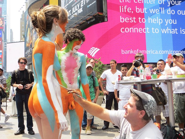 Andy Golub painting nude models in Times Square (Órla Ryan).
