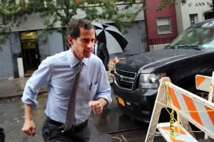Anthony Weiner dashes through the rain. (Photo: Getty)