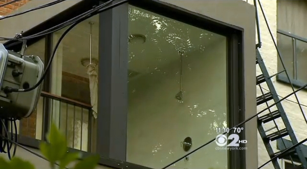 A shower with glass walls has Cobble Hill residents steamed. (Screenshot from CBS CBS News)
