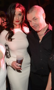 Roxie Nafousi and artist Damien Hirst at Art Basel Miami. (Courtesy Getty Images)