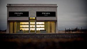 800px-PradaMarfa-Roderick-Peterson