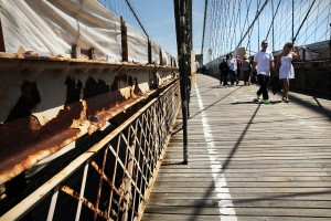 The iconic Brooklyn Bridge is one of thousands in New York and New Jersey needing crucial repairs. (Photo by: Spencer Platt/Getty Images)