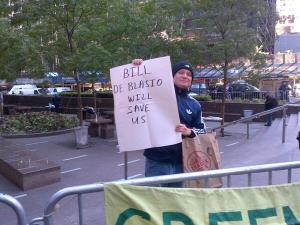 A pro-Bill de Blasio sign at today's protest. (Photo: Twitter/@brigidbergin)