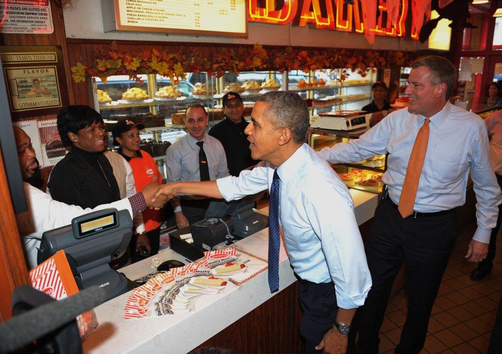 President Obama and Bill de Blasio at Junior's. (Photo:MANDEL NGAN/AFP/Getty Images)
