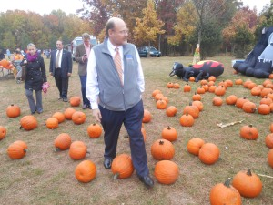 Joe Lhota wanders a Staten Island pumpkin patch.