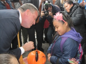 Bill de Blasio giving out candy this afternoon.