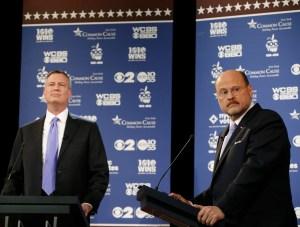 Joe Lhot and Bill de Blasio at last night's debate. (Photo: Getty)