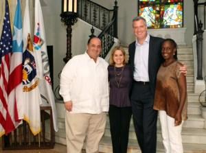 Mayor-elect Bill de Blasio poses with San Juan Mayor Carmen Yulín Cruz. (Photo: De Blasio's Office)