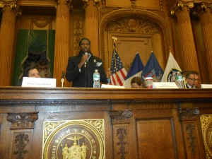 Councilman Jumaane Williams introduces himself at the Brooklyn council speaker's forum.
