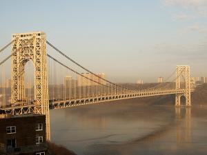 The bridge connects NY and NJ. (Photo: Wikipedia)