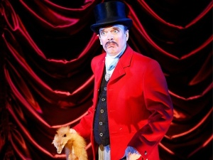 """Jefferson Mays in 'A Gentleman's Guide to Love and Murder."""""""
