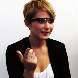 Jennifer Lawrence tries on Google Glass for Hunger Games: Catching Fire