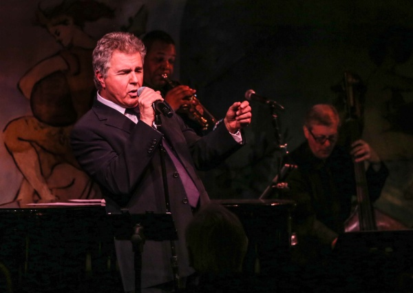 Steve Tyrell grunts and shouts at the Carlyle. (Photo by Stephen Sorokoff)