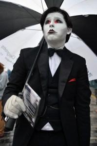 A (presumably sad) mime. (Photo: Jeff Mitchell/Getty)