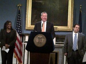 Bill de Blasio making today's announcements. (Photo: Twitter/@andrewsiff4NY)