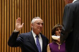 Bill Bratton taking the oath of office earlier today. (Photo: Spencer Platt/Getty)