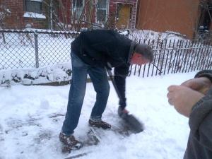 The mayor of New York City shoveling his sidewalk today. (Photo: Twitter/@JoshRobin)