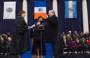 Comptroller Scott Stringer being sworn in with Mayor Bill de Blasio looking on. (Photo: Twitter)