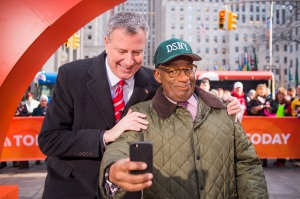 Bill de Blasio and Al Roker take a selfie. (Photo: Rob Bennett/NYC Mayor's Office)