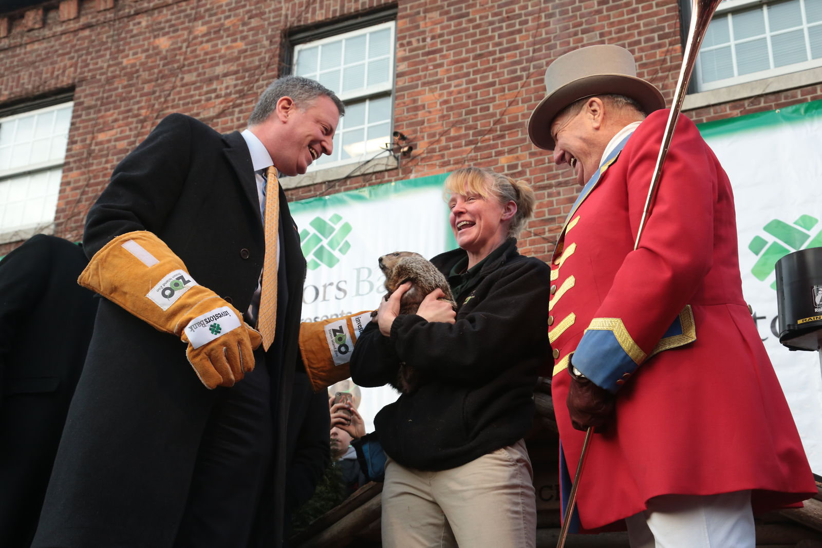 Mayor Bill de Blasio with the late Staten Island Chuck, also known as Charlotte. (Photo: Edward Reed/Mayor's Office)