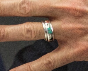 A close-up shot of Bill de Blasio's ring. (Cropped Photo: Andrew Burton/Getty)