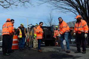 Bill de Blasio fixing a pothole earlier today. (Photo: Twitter/NYC Mayor's Office)
