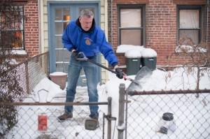Mayor Bill de Blasio shovels snow