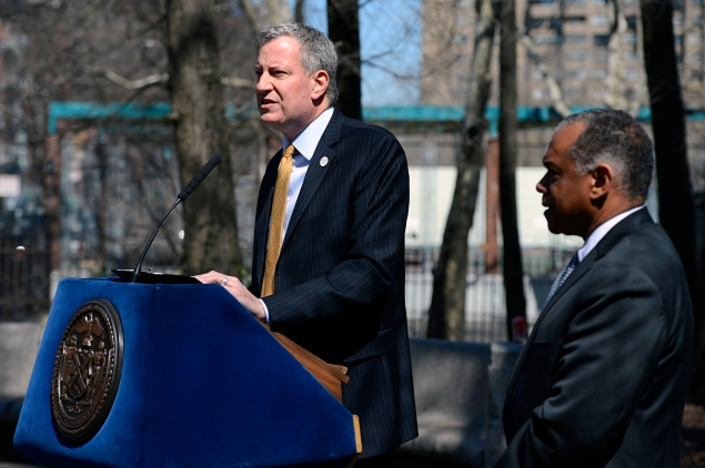 Mayor Bill de Blasio announcing his new Parks Commissioner Mitchell Silver in Seward Park in Chinatown. (Photo: Rob Bennett for the Office of Mayor Bill de Blasio)