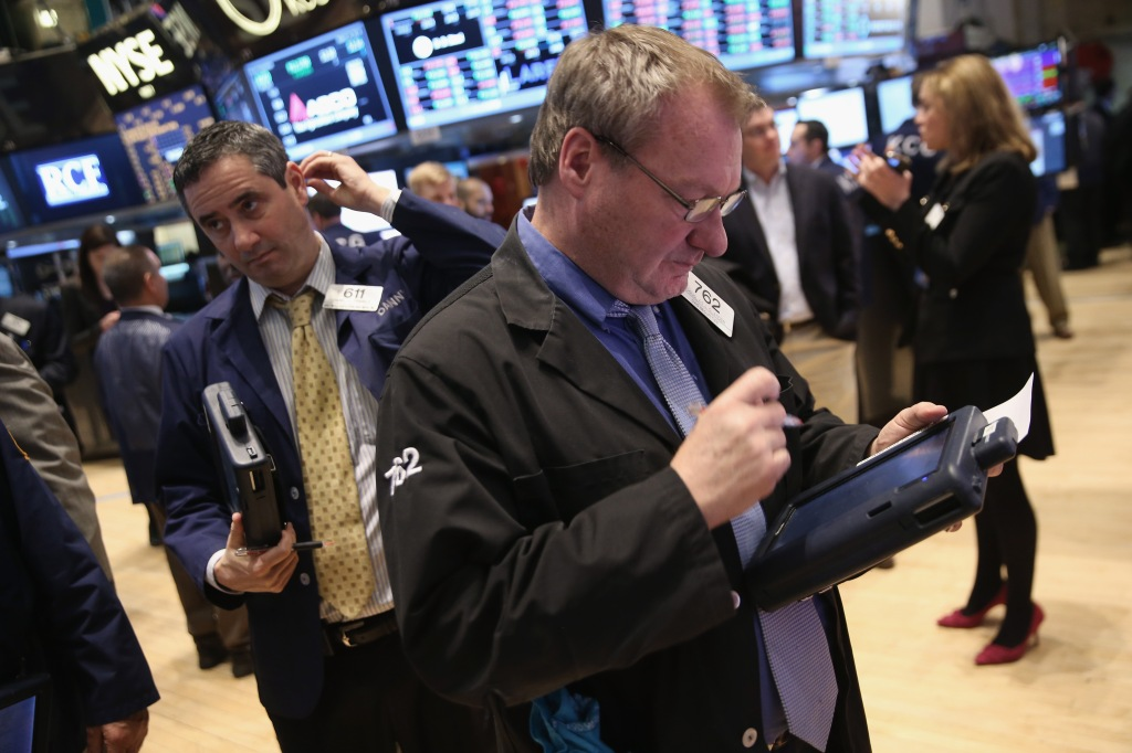 Traders on the floor of the NYSE. (photo: Getty Images]
