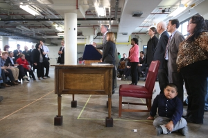 Photo evidence of the sitting boy at yesterday's press conference. (Photo: Rob Bennett/NYC Mayor's Office)