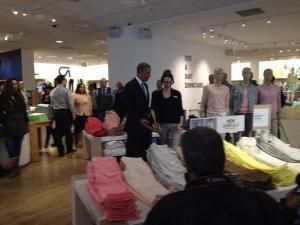 President Obama taking a shopping break at the gap. (Photo: Twitter/@Phil_Mattingly)