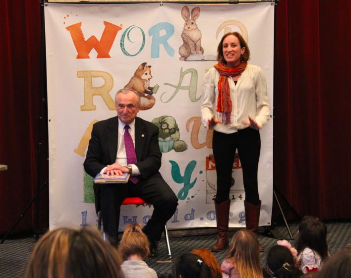 Bill Bratton reading to children yesterday.