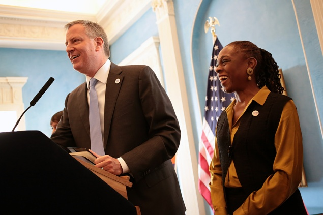 Mayor Bill de Blasio and First Lady Chirlane McCray hosting this morning's Immigrant Heritage Breakfast.  (Photo: Ed Reed for the Office of Mayor Bill de Blasio)