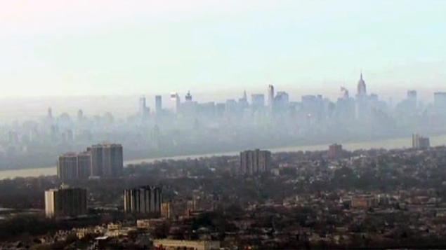 Smoke settles over Mahattan after a New Jersy fire burned through the night. /NBC 4 New York