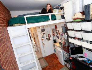 New Yorkers already live small—Felice Cohen in her former apartment. (tinylife.com)