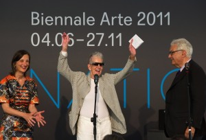 Sturtevant receiving the Golden Lion in Venice in 2011. (Photo by Marco Secchi/Getty Images)