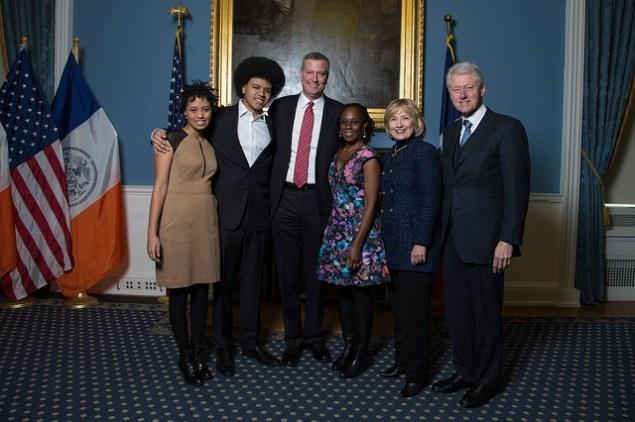 Mayor Bill de Blasio and his family with Bill and Hillary Clinton. (Photo: NYC Mayor's Office)