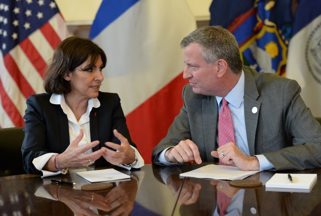 Mayor Bill de Blasio bonds with Paris Mayor Anne Hidalgo. (Photo: EMMANUEL DUNAND/AFP/Getty)