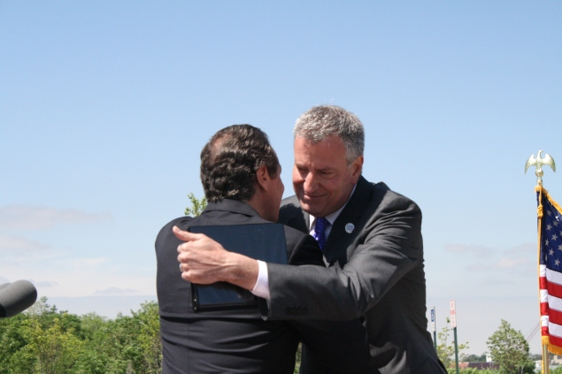 Gov. Andrew Cuomo and Mayor Bill de Blasio hug. (Photo: Vanessa Ogle)