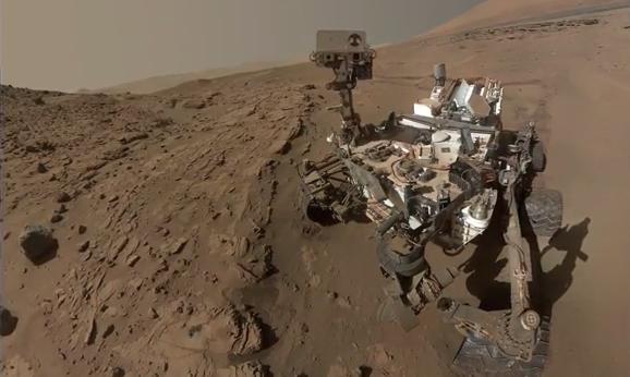 Can a Rover do duckface? (Screengrab: YouTube)