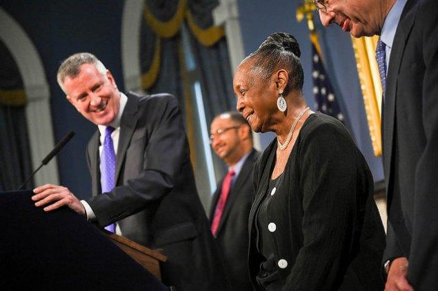 Mayor Bill de Blasio with DC 37 Executive Director Lillian Roberts today. (Photo: NYC Mayor's Office)