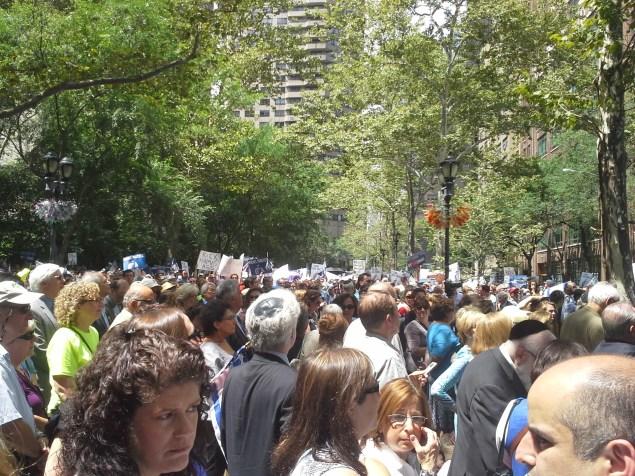 Pro-Israel demonstrators today. (Photo: Ross Barkan)
